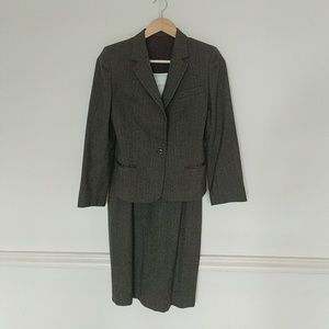 Dresses & Skirts - Sophisticated brown wool suit